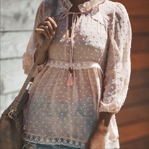 Vici Collection Baton Rouge Lace Trim Blouse Sz M